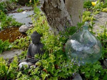 Buddah gillar sitt magnoliaträd.